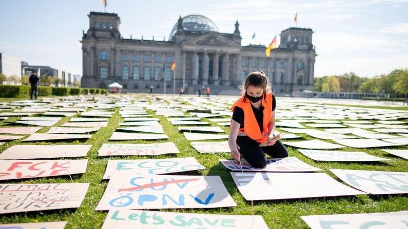 Demonstrationen - Berlin - Plakate statt Menschen: Fridays for Future mit Kunstprotest - Politik - SZ.de